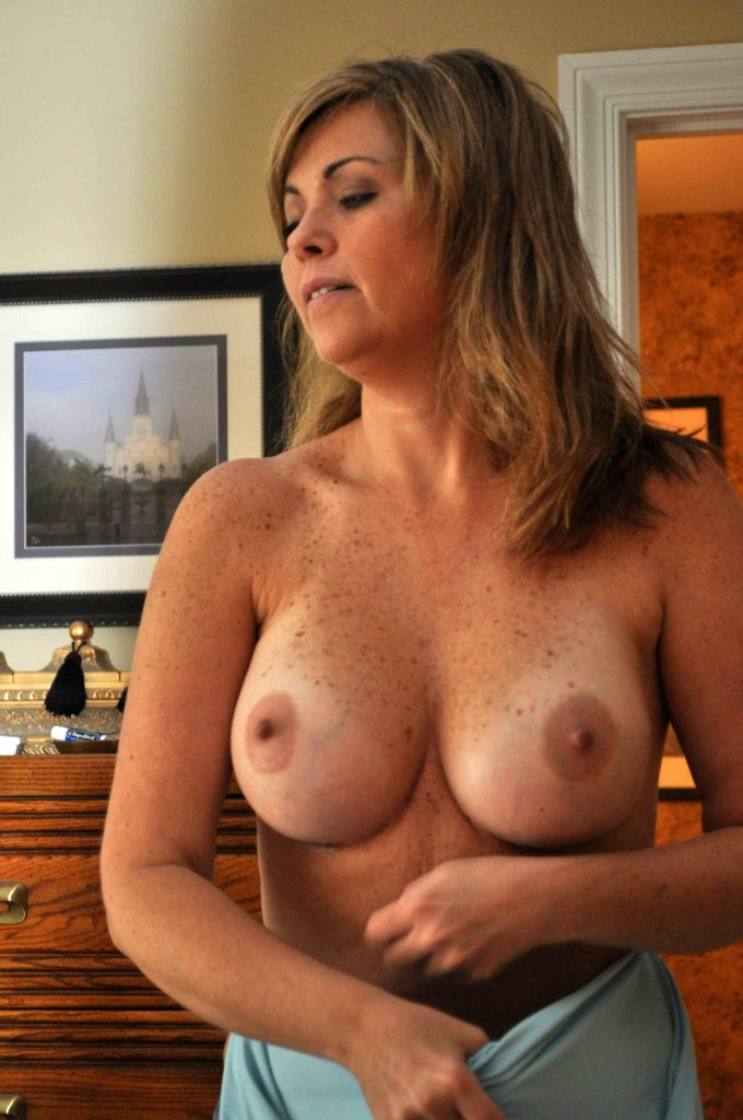 flashing tits Woman