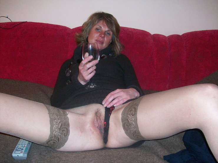Mature Russian Wife Flashing Pussy on Camera