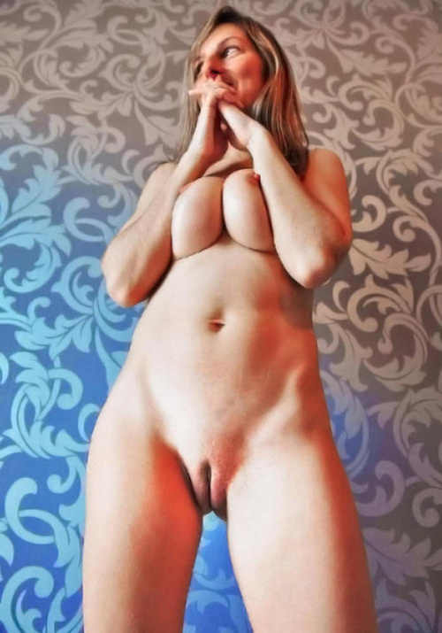 Amazing Beautiful Nude Mature Woman with Shaved Pussy