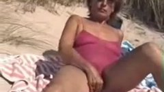 Hairy beach mature pussy on